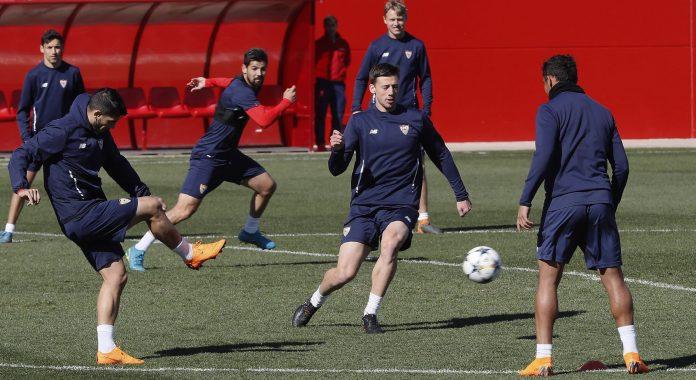 Los jugadores del Sevilla, en el último entrenamiento antes de recibir esta noche al Manchester United.