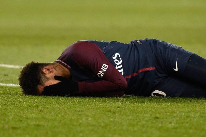 Neymar se retiró lesionado en el partido ante el Olympique de Marsella.