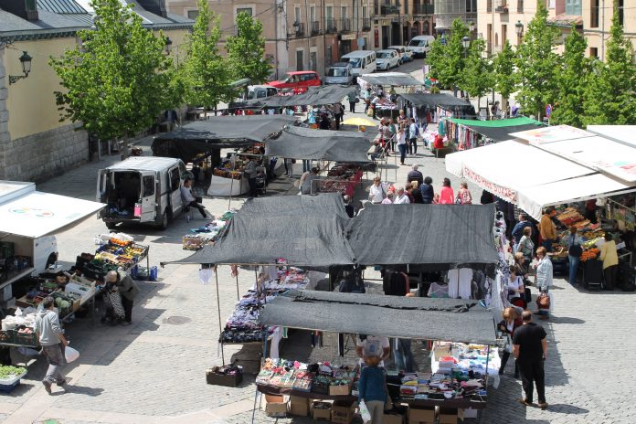 Imagen de archivo de la plaza de los Dolores de La Granja, realizada un miércoles de mercado.