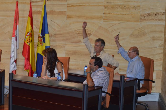 Imagen de archivo de uno de los plenos municipales en el Ayuntamiento del Real Sitio de San Ildefonso.