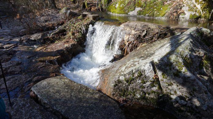 Uno de los salto de agua de las Pesquerías Reales.