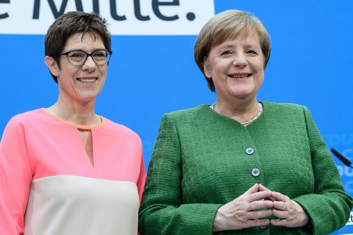 La canciller alemana, Angela Merkel, y la primera ministra del estado federado de Sarre, Annegret Kramp-Karrenbauer.
