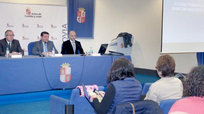 El director de Ordenación explicó las ayudas en la Delegación Territorial de la Junta. / el adelantado