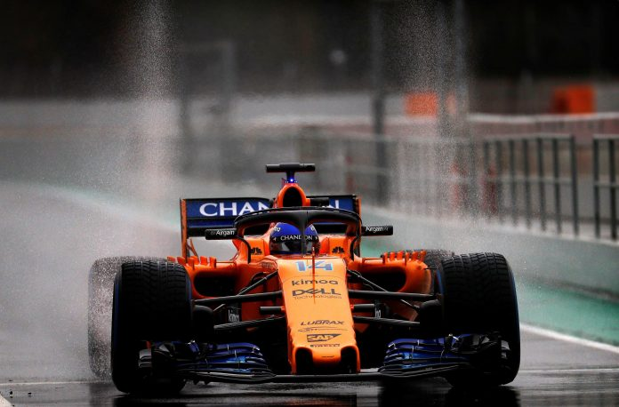 Fernando Alonso, al volante del nuevo McLaren MCL33 durante los test de pretemporada en Montmeló.