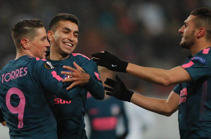 Correa, Koke y Torres celebran un gol en Moscú.