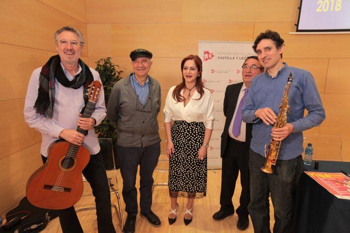 La presidenta de las Cortes junto al alcalde de Villalar e integrantes del grupo musical Candeal.