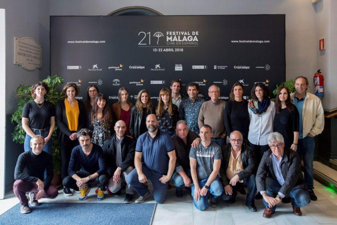 Fotografía de familia de los ganadores del XXI Festival de Cine en Español de Málaga, en el que el largometraje 'Las distancias' ha logrado la Biznaga de Oro.
