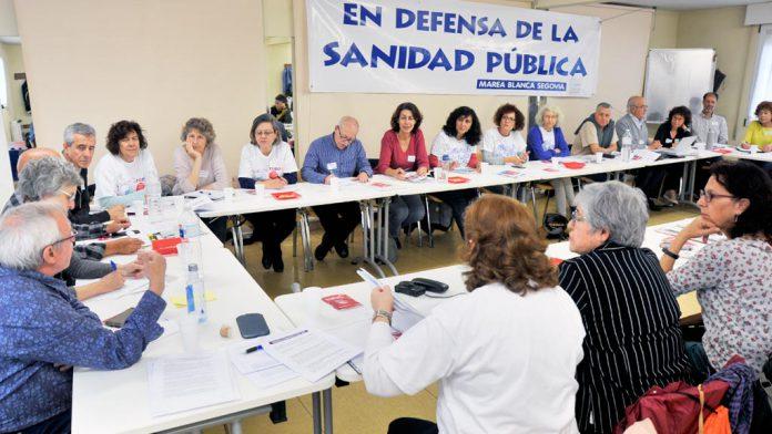 Los representantes de las 'mareas' se reunieron en el centro cívico de La Albuera. / kamarero