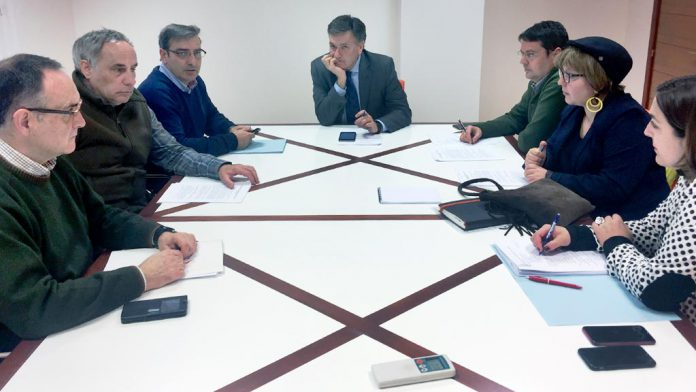 Una reunión de la comisión del Día de la Provincia, con Francisco Vázquez presidiendo. / el adelantado