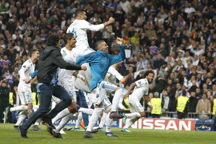 Los jugadores del Real Madrid celebran el pase a su cuarta final en cinco años después de eliminar con sufrimiento al Bayern de Múnich.