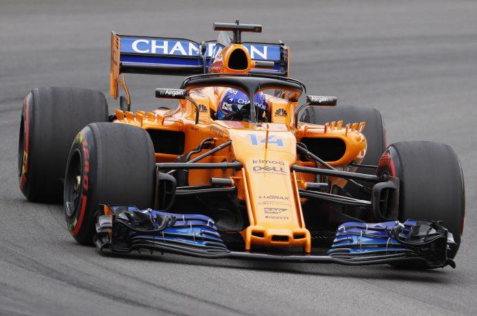 El piloto español de McLaren, Fernando Alonso, durante la tercera sesión de entrenamientos libres del GP de España .
