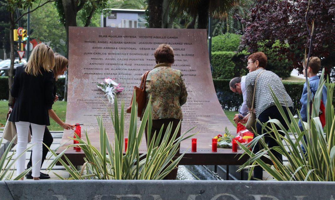 Imagen del homenaje privado que las los familiares de las víctimas del Yak-42 en Zaragoza.