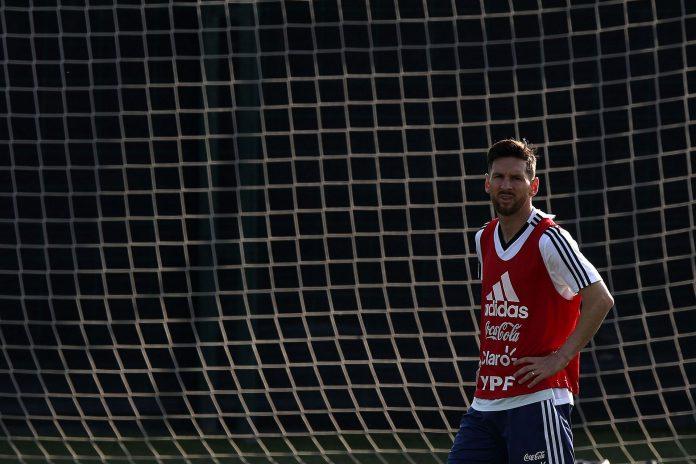 El jugador del FC Barcelona durante un entrenamiento con la selección argentina de fútbol.