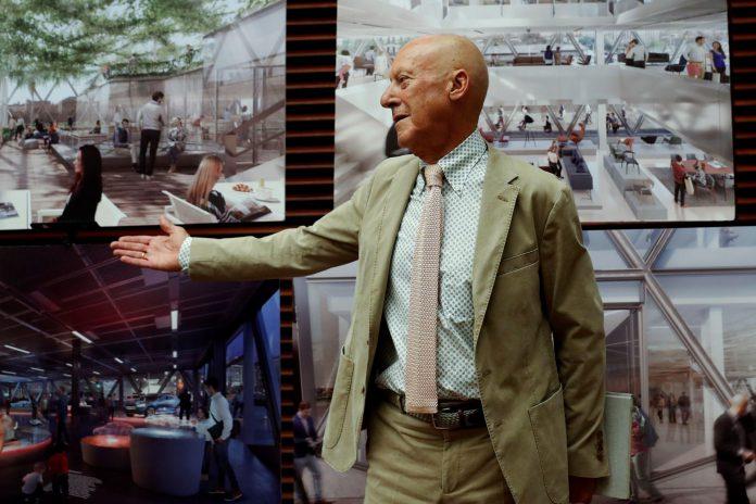 El arquitecto Norman Foster durante la exposición de los detalles de su proyecto en Madrid.
