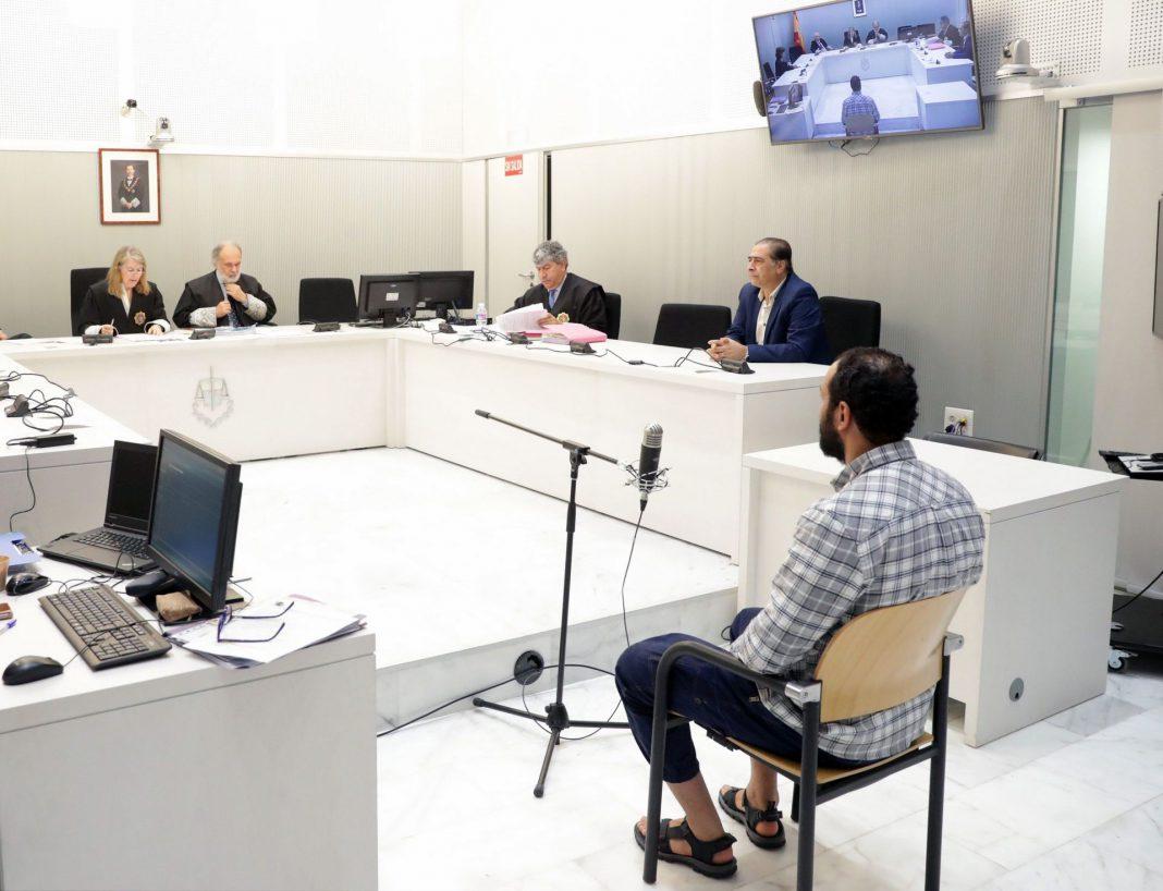 La Audiencia Nacional juzgó ayer a Abdeljalil Ait El Kaid un marroquí residente en España detenido en Varsovia.