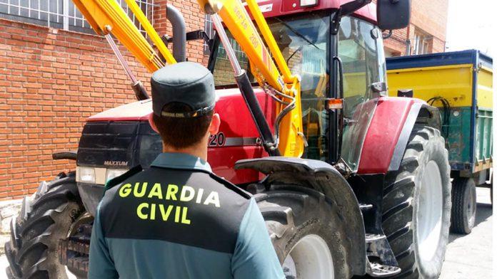 Uno de los vehículos afectados fue un tractor. / el adelantado
