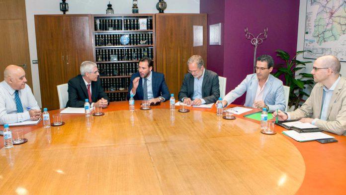 15-1-Reunion-presidente-Renfe-alcalde-Valladolid-y-Asociacion-de-Usuarios-de-Alta-Velocidad