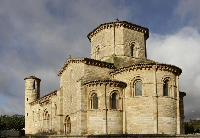 La iglesia románica de Frómista, en Palencia, una de las principales atracciones turísticas en Castilla y León.