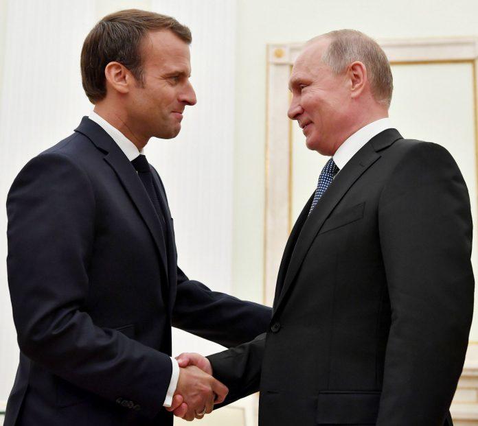 El presidente de Francia, Emmanuel Macron, y su homólogo ruso, Vladimir Putin, durante una reunión diplomática. / efe