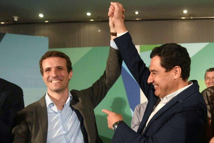 El presidente del PP, Pablo Casado (i), junto al líder de la formación en Andalucía, Juan Manuel Moreno.