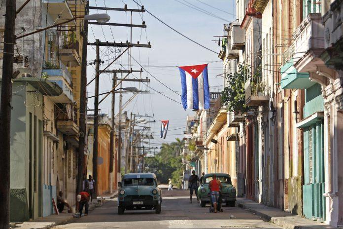 Cuba está reemplazando su Constitución de la era soviética por una nuevo texto que permita mantener su sistema.