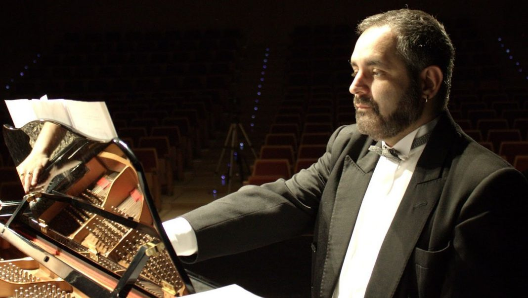 Manuel Burgueras es uno de los artistas que actuó anoche en 'Las Noches Mágicas de La Granja'.