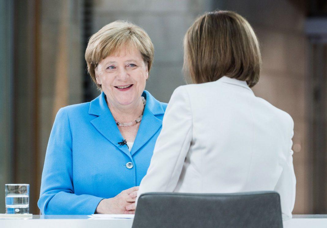 Angela Merkel concedió su tradicional entrevista veraniega a una cadena de televisión alemana.