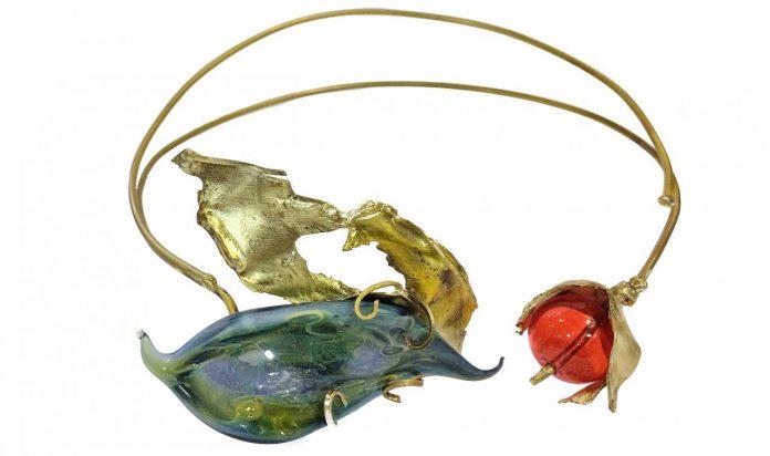 Detalle de una de las joyas que pueden verse en la exposición.