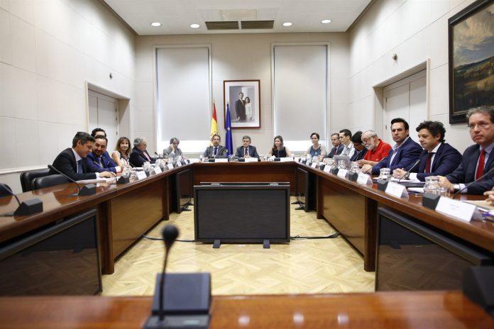 Instantánea de la reunión entre la patronal de las VTC y el Ministerio de Fomento en el día de ayer.