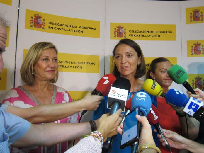 La ministra de Industria, Comercio y Turismo, Reyes Maroto junto a la consejera de Hacienda, Pilar del Olmo.