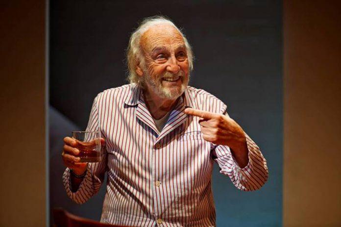El actor Héctor Alterio representa mañana en Santander la obra 'Como hace 3.000 años'.