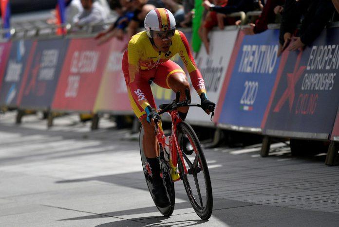 El ciclista español Jonathan Castroviejo avanza hacia la meta durante la prueba de la contrarreloj.
