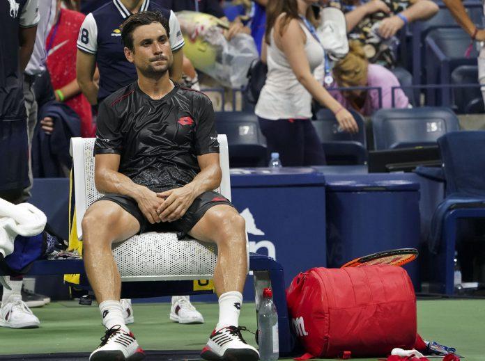 David Ferrer se lamenta tras abandonar su partido ante Rafa Nadal.