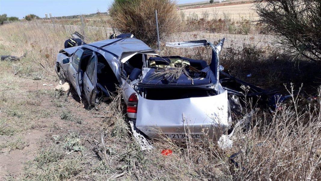 Estado de uno de los vehículos accidentados en el siniestro en el kilómetro 221 de la A-6.