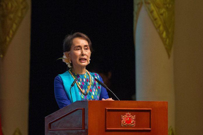 La consejera de estado birmana, Aung San Suu Kyi, ayer en rueda de prensa.