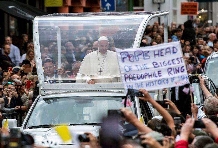 El Papa Francisco durante uno de sus traslados en su visita a Irlanda por el Encuentro Mundial de las Familias.