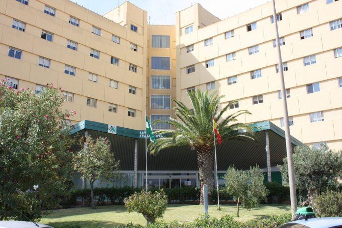 Fotografía del Hospital de Torrecárdenas (Almería) donde se encuentra ingresada la pareja