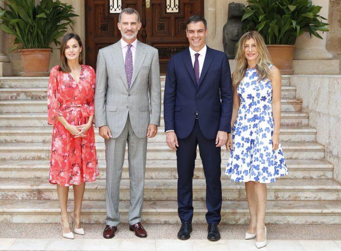 Felipe VI y Letizia (i) ofrecieron un almuerzo al presidente del Gobierno, Pedro Sánchez, y su mujer, Begoña Gómez.
