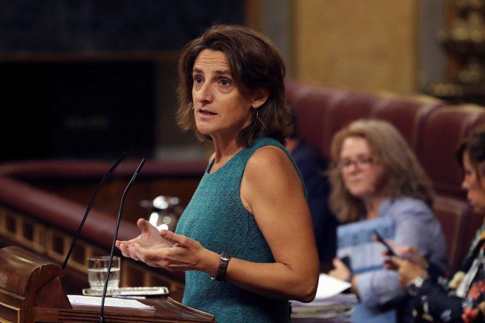 La ministra para la Transición Ecológica, Teresa Ribera, durante su intervención ayer en el Congreso.