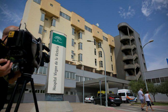 Fachada del Hospital Clínico Virgen de la Victoria, lugar donde trabajaban las dos enfermeras fallecidas.