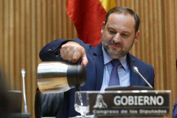 El ministro de Fomento, José Luis Ábalos, durante una comparecencia en el Congreso de los Diputados.