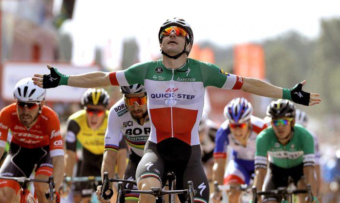 Elia Viviani celebra su victoria en la décima etapa, disputada entre Salamanca y Bermillo de Sayago (Zamora).