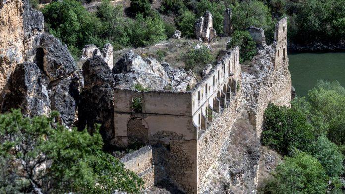 El Convento de la Hoz se ubica en plenas hoces del río Duratón. / kamarero