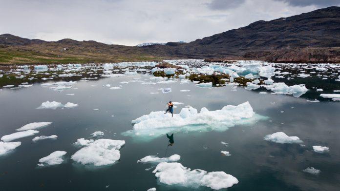 Una de las fotografías del proyecto 'Iceberg Nations' que se puede encontrar en la exposición