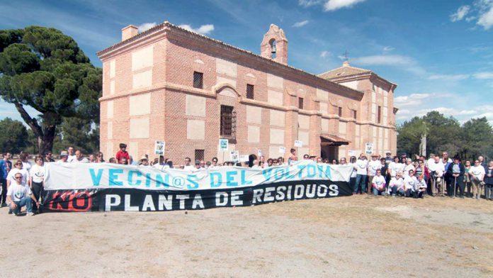 Imagen de archivo de una protesta contra la planta de residuos de Aldeanueva del Codonal. / el adelantado