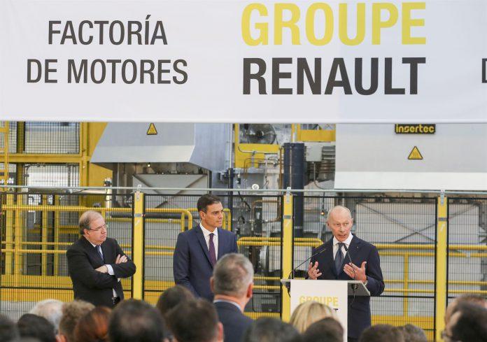 Pedro Sánchez junto al director adjunto de Renault, Thierry Bollorè.