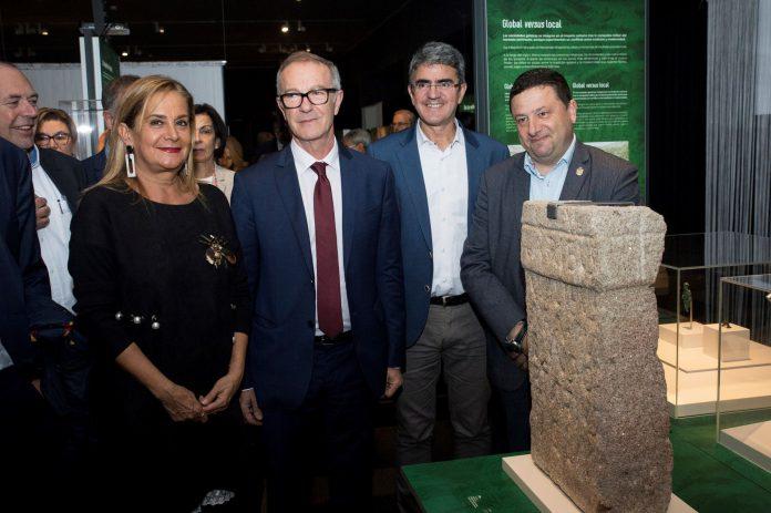 José Guirao (2i) en la presentación en el Museo Arqueológico Nacional de la exposición 'Galaicos'.
