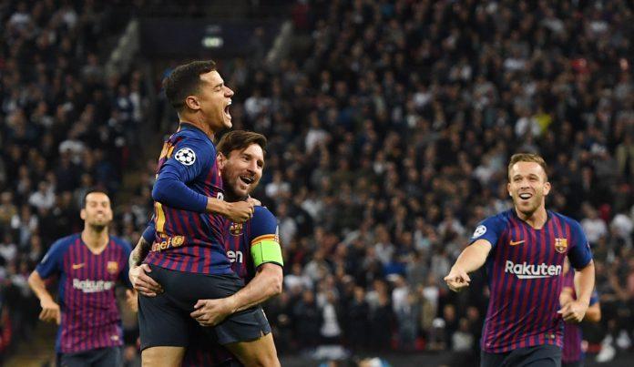 Messi celebra con Coutinho el primer gol del partido ante el Tottenham.