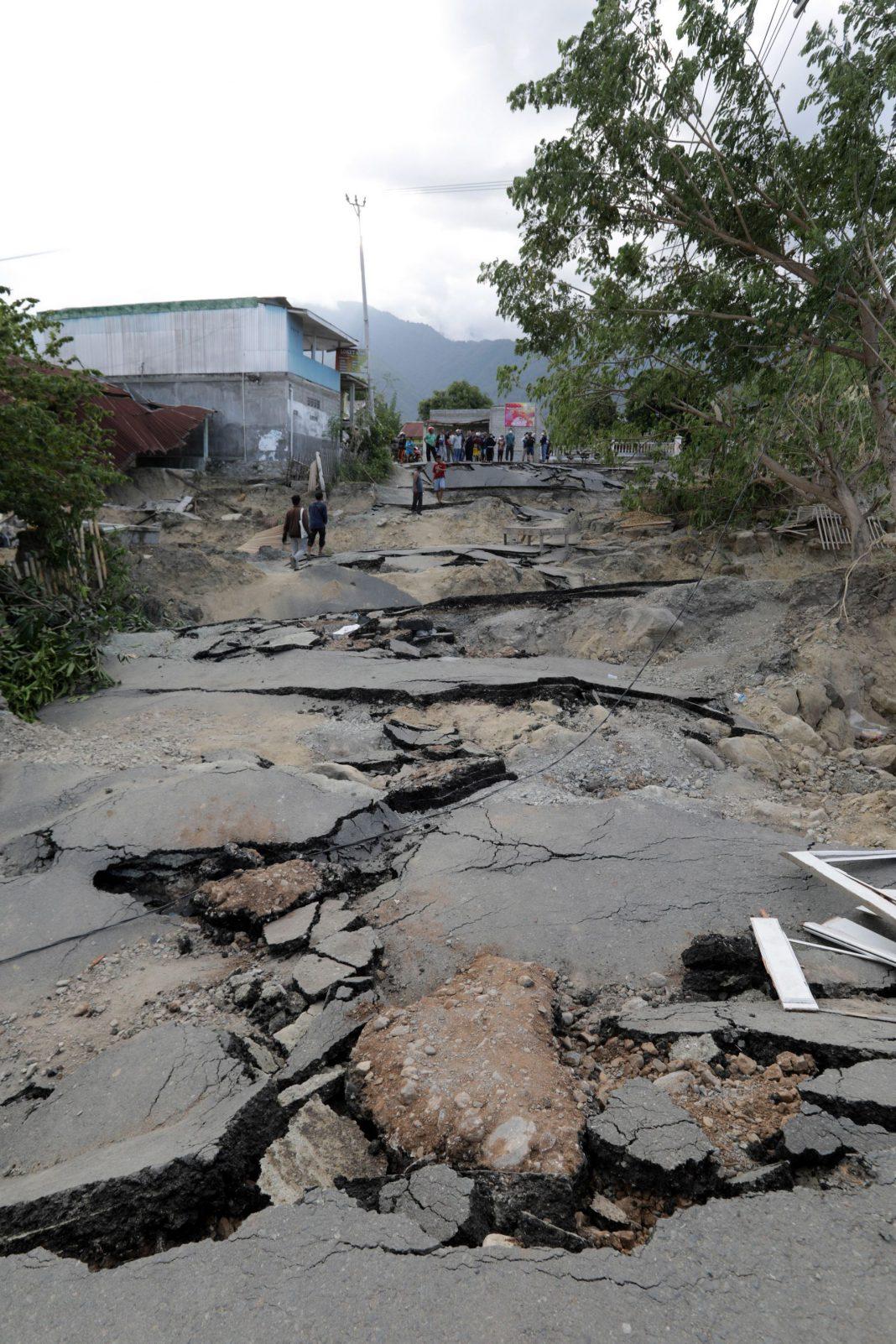 Una de las avenidas afectada por el terremoto en Balaroa, Palu.