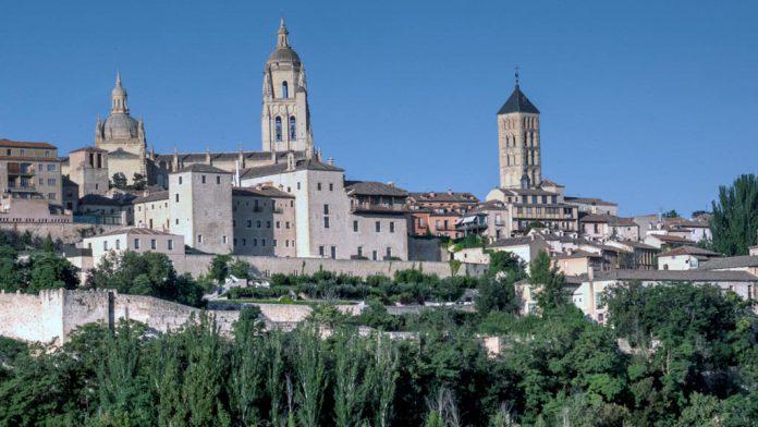 05-1kama_Segovia-Globo-Convento-Oblatas-Muralla_KAM3789